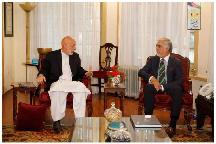 حامد کرزی؛ رییس جمهور پیشین با عبدالله عبدالله؛ رییس شورای عالی مصالحه ملی دیدار کردهاست.